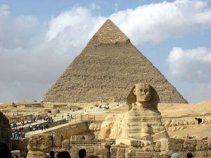 esfinge-de-gize-piramide-ao-fundo_big